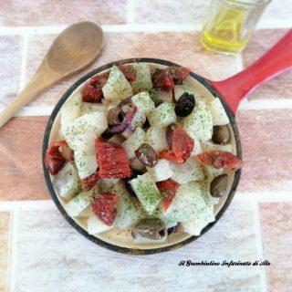 Dadolata di rapa bianca con olive nere e capperi