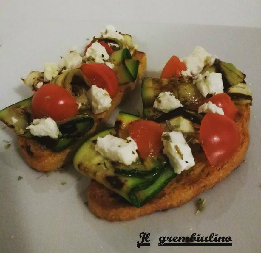 Bruschette alle verdure grigliate e feta greca.