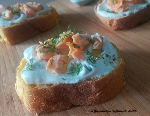 Bruschette al salmone e yogurt greco
