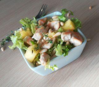 Insalata di pollo e ananas