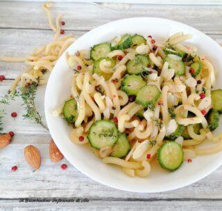 Riccioli con zucchine e mandorle a lamelle