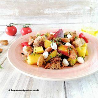 Panzanella fruttata alle mandorle