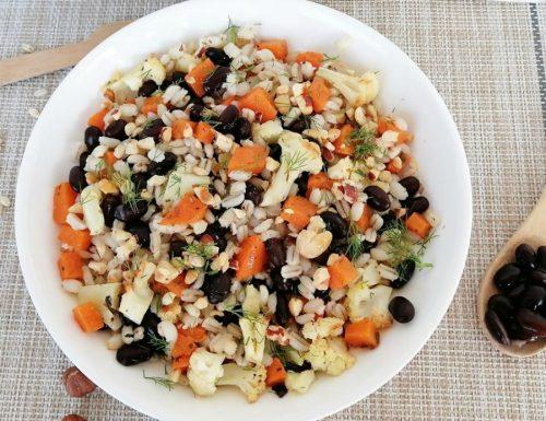 Farro con brunoise di verdure e nocciole