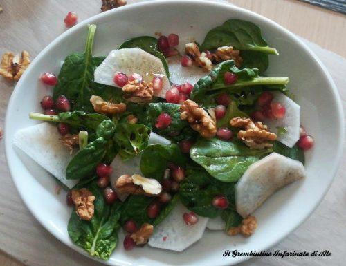 Insalata di daikon e spinacini con melograno