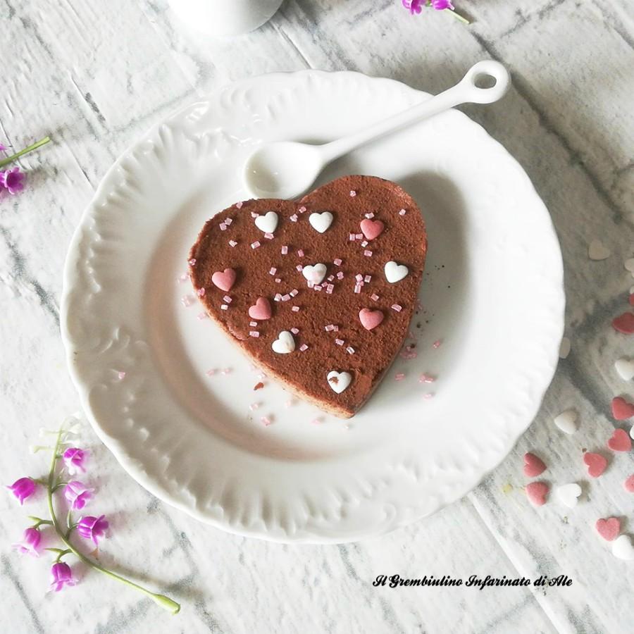 Torta cremosa al cioccolato senza farina