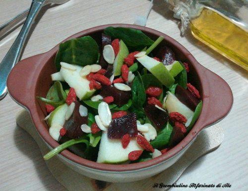 Insalata di spinacini con bacche di goji