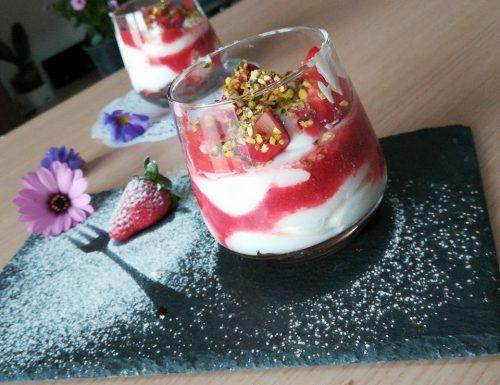 Cremoso allo yogurt e fragole
