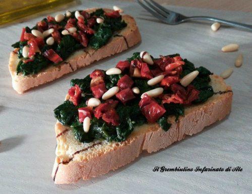 Bruschetta con spinaci, pomodori secchi e pinoli