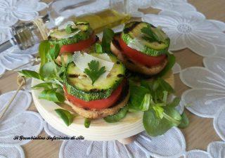 Mini crostini alle zucchine e pecorino