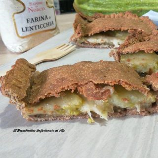 Pizza rustica vegetariana con farina di lenticchie
