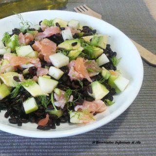 Riso venere con mela verde, avocado e salmone