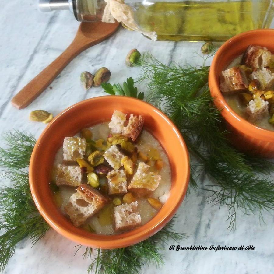Vellutata di finocchi con crostini e pistacchi