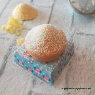 Muffin allo zafferano e acqua