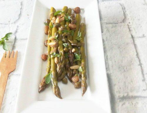 Asparagi in padella con uvetta e pinoli