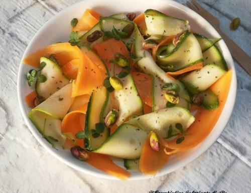 Nastri di zucchine e carote marinate