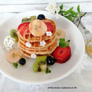 Pancake senza glutine allo yogurt e frutta