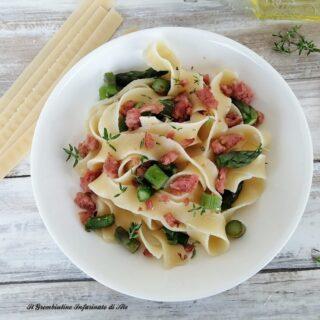 Pasta con asparagi e salsiccia sbriciolata