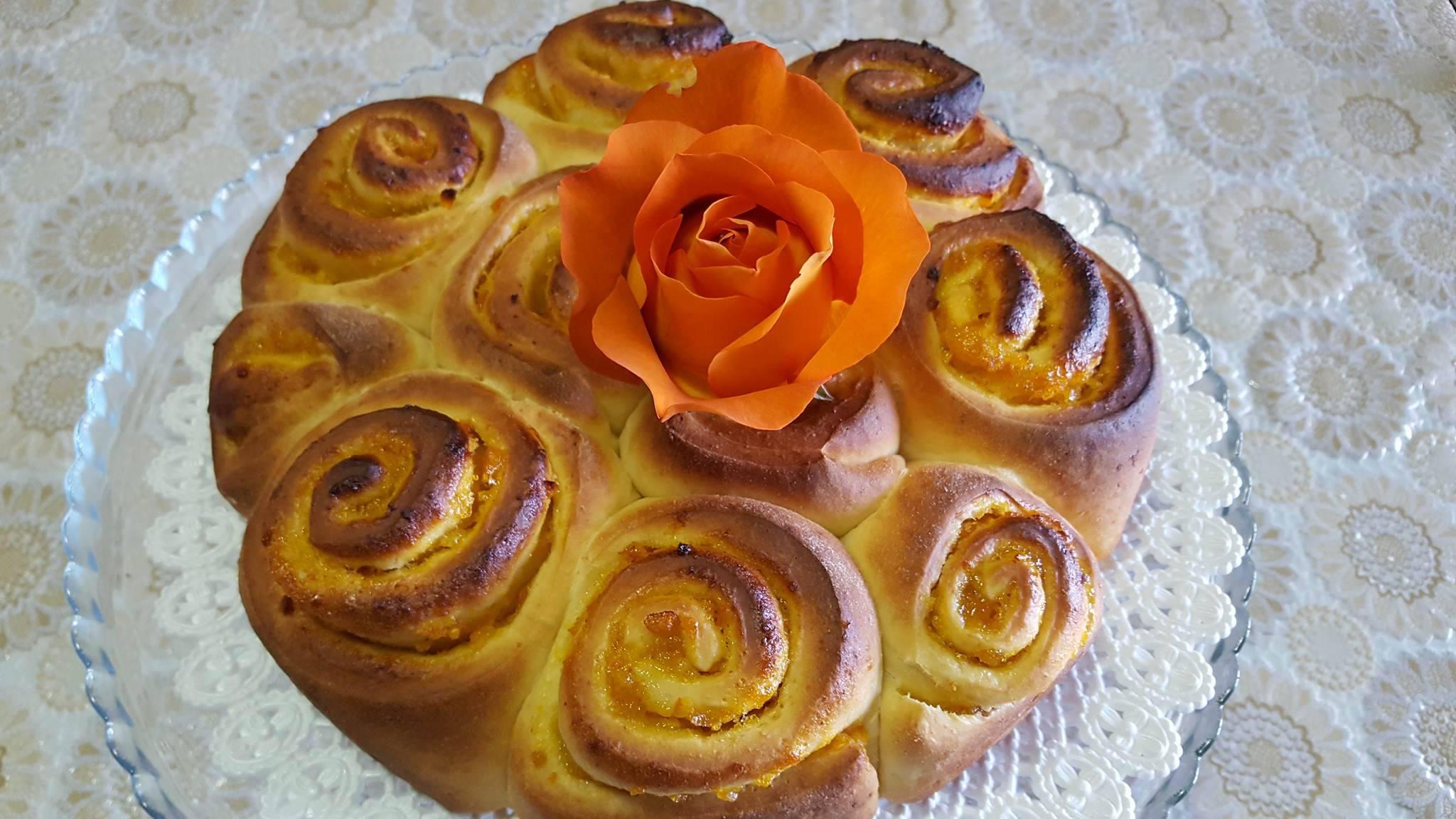 Torta di Rosa ripiena di Marmellata di Arance