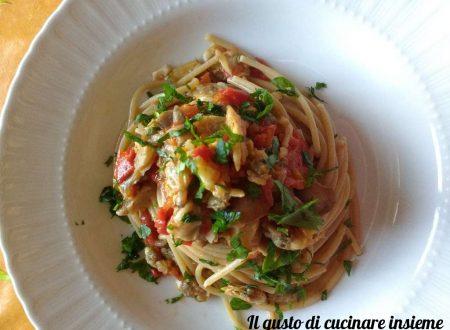 Spaghetti integrali con funghi misti e vongole