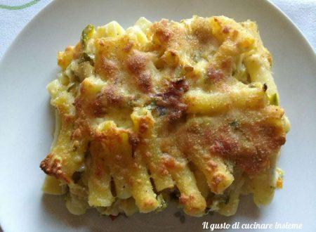 Sedani gratinati con zucchine, speck e scamorza affumicata