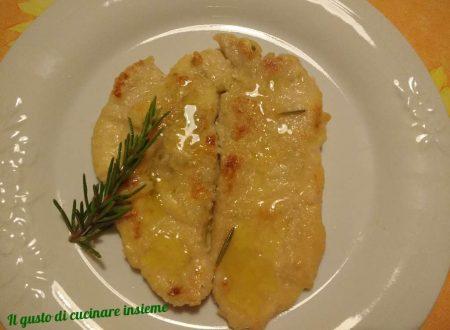 Petto di pollo infarinato e zucchine grigliate