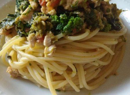 Spaghetti con tonno, broccoletti e pomodorini