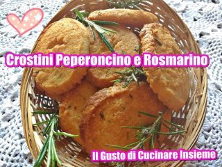 crostini con peperoncino e rosmarino