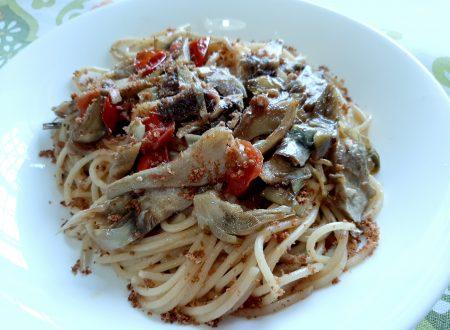 Spaghetti croccanti con alici e carciofi