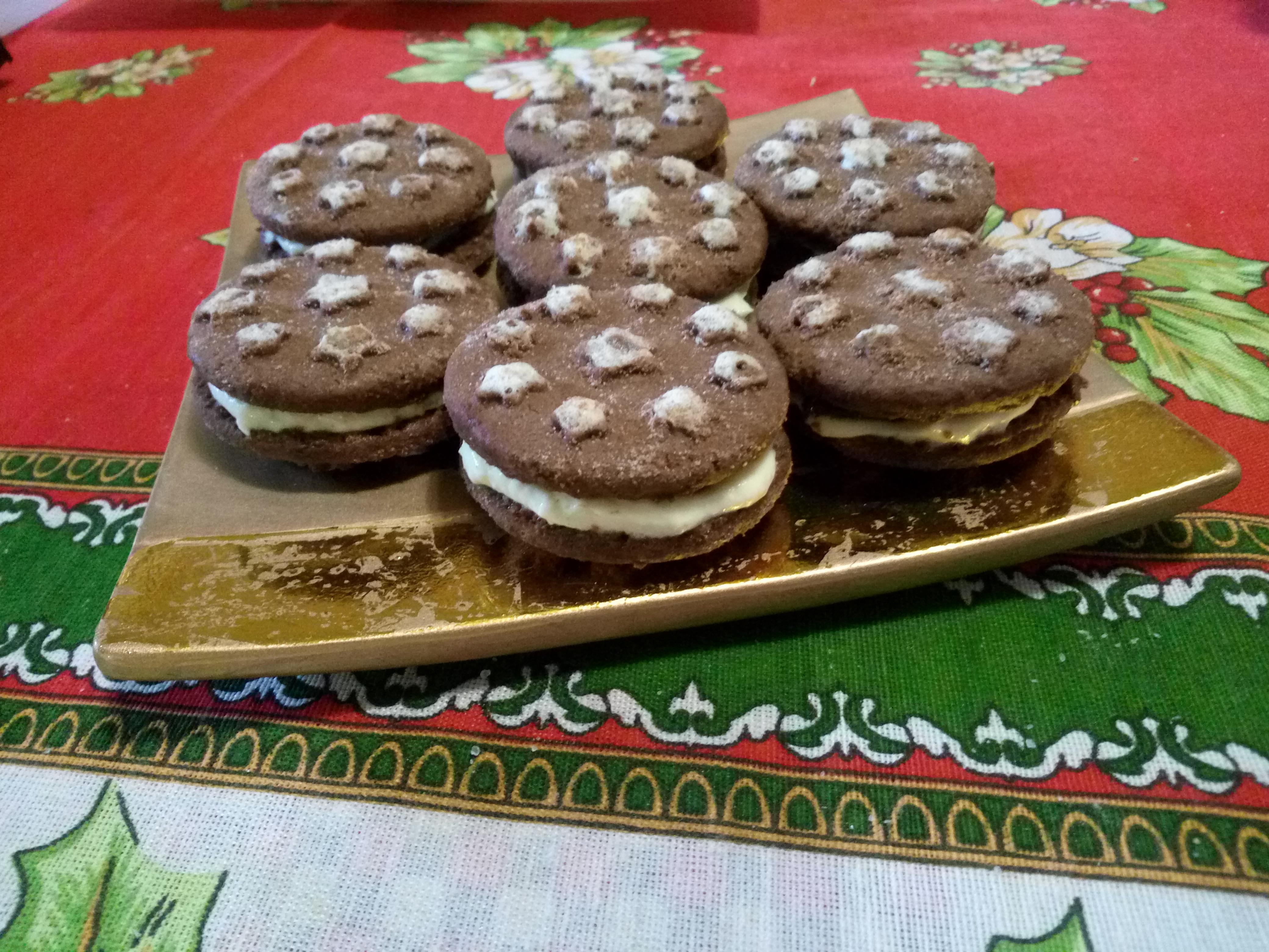Biscotti farciti con crema al mascarpone, caffè e Nutella: idea svuotafrigo!