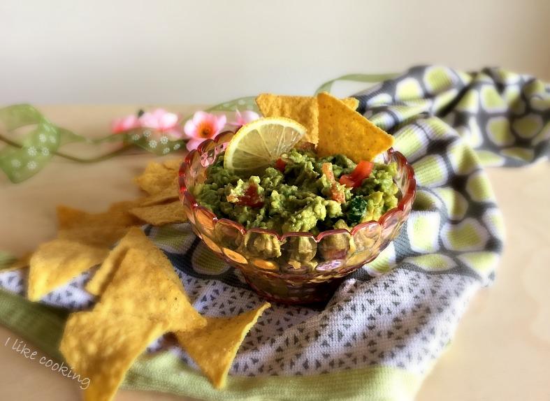 Salsa guacamole e nachos