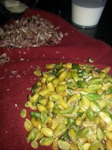 togliere la pellicina dai pistacchi