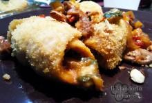 Involtini di pollo con funghi zucchine e mandorle