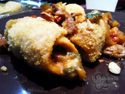 Involtini di pollo con pecorino funghi e mandorle