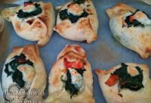 Calzoncini al forno con spinaci prosciutto e mozzarella