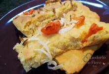 Focaccia con pomodoro e cipolla