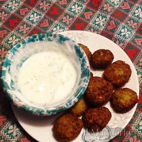 falafel con crema di yogurt greco