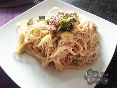 Linguine zucchine tonno pistacchi e philadelphia
