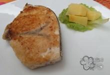 Pesce spada panato e patate alla menta
