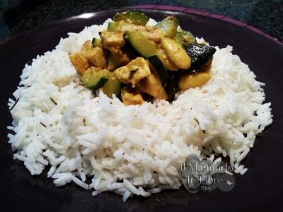 Riso basmati con pollo al curry e zucchine