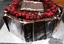 Torta cioccolato panna e ribes