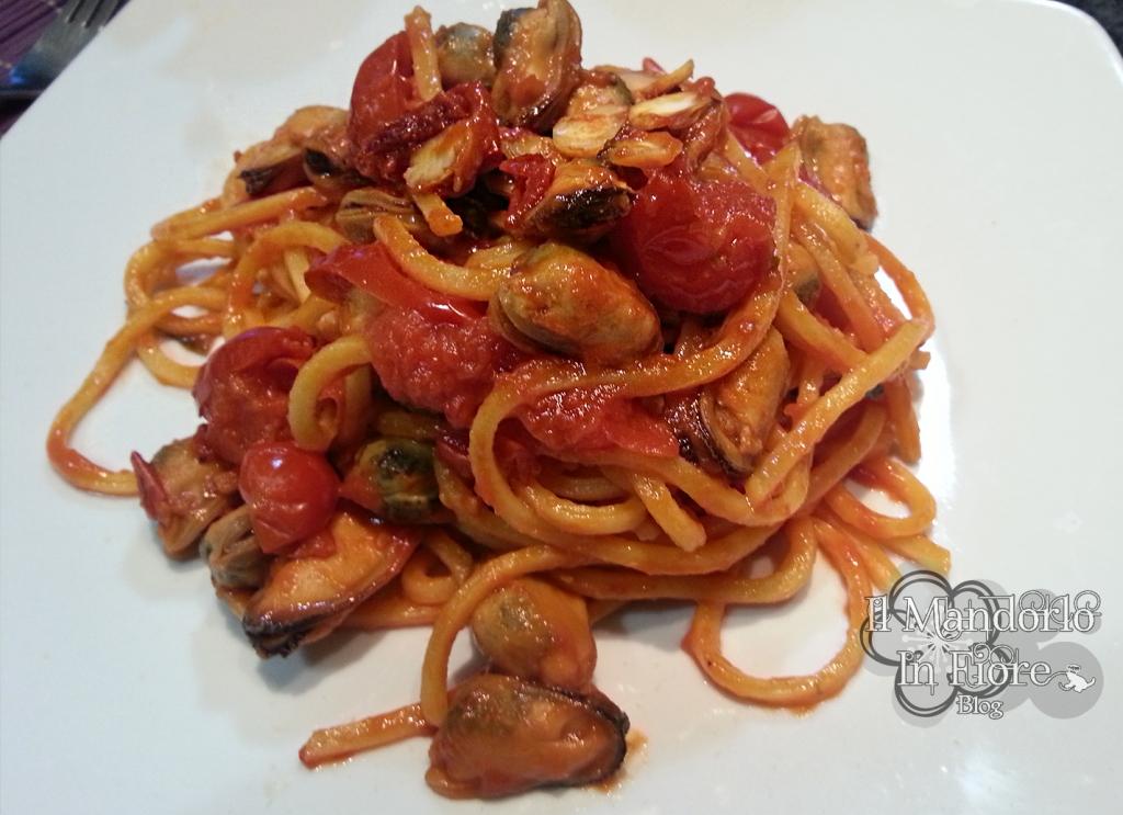 Spaghetti alla chitarra al sugo di cozze e vongole | Ricetta ed ...