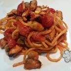 Spaghetti alla chitarra al sugo di cozze e vongole