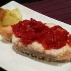 salmone al forno con marmellata al pomodoro