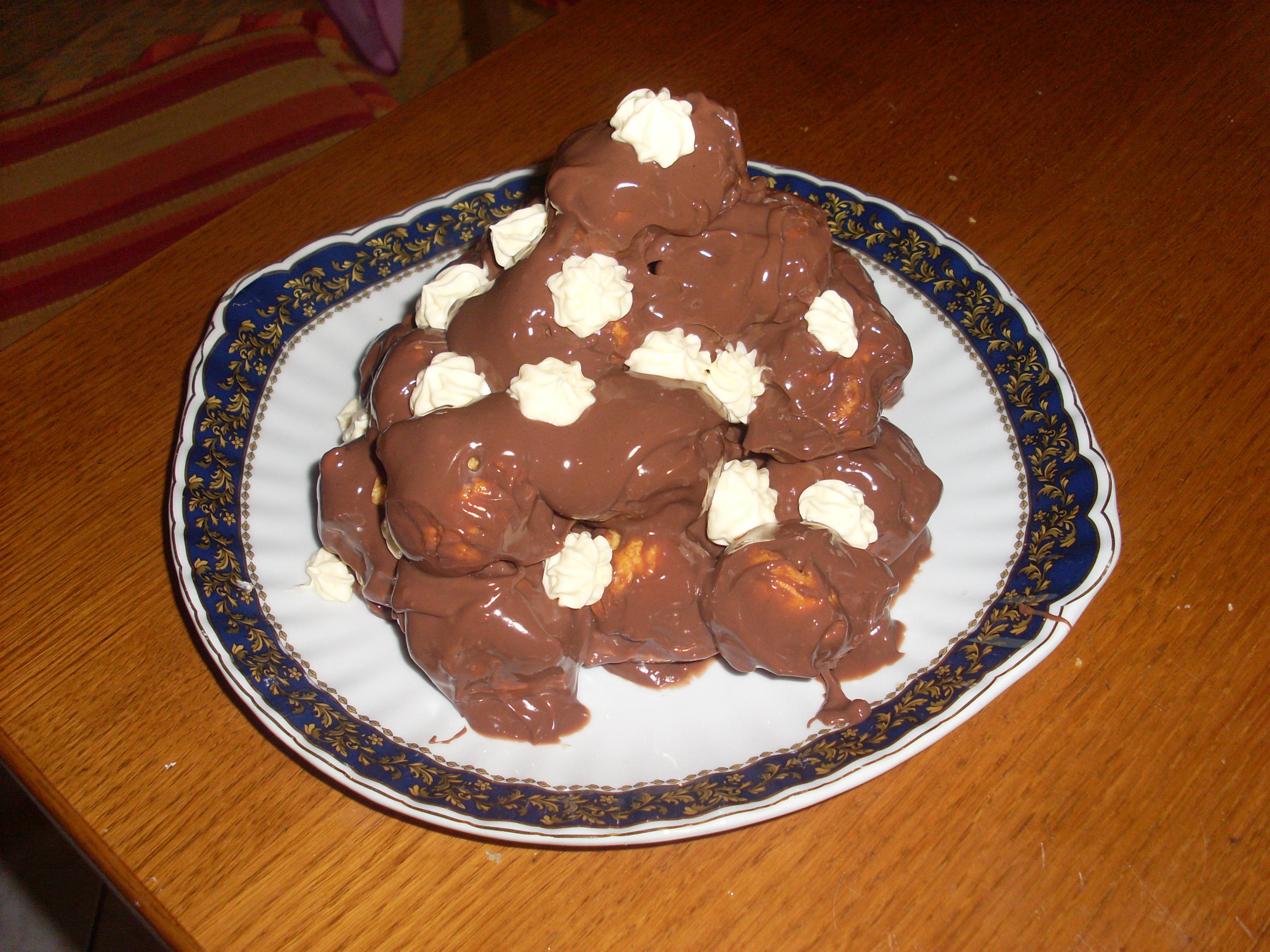 Profitterol panna e cioccolato (ricetta facile)