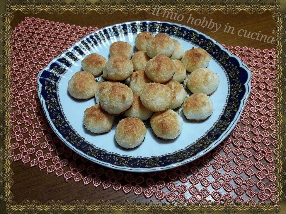 Biscotti al cocco (semplicissimi)