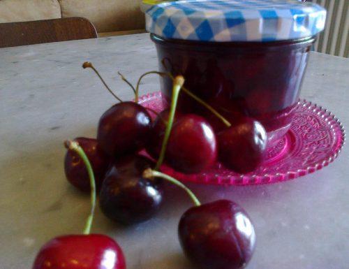 Confettura di ciliegie al rum