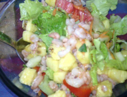 Insalata gamberetti e ananas