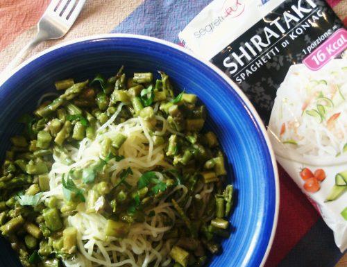 Shirataki con asparagi e cipollotto
