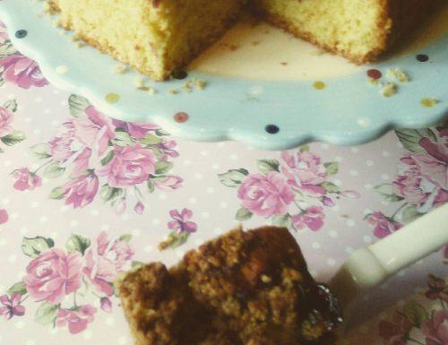 Crumble cake alle ciliegie e nocciole
