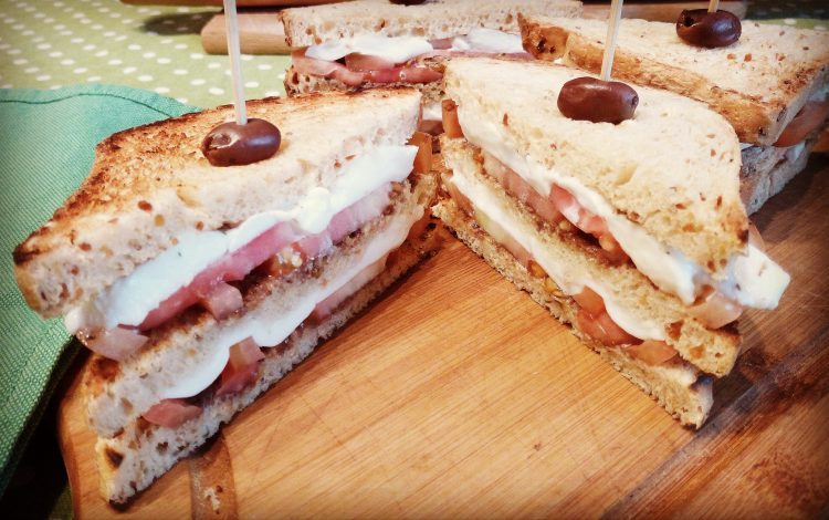 Club sandwich mediterraneo